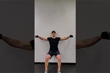 حرکت اسکات با تکیه به دیوار و بلند کردن وزنه به طرفین